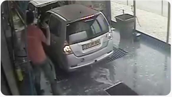 coche_accidentado_tunel _de _lavado